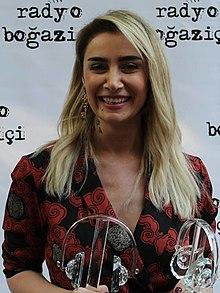 220px-Sıla_-_14._Radyo_Boğaziçi_Ödülleri_(cropped).jpg
